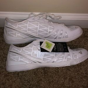 NWT Varsity Last Pass 3.0 Cheer Shoes Size 8.5